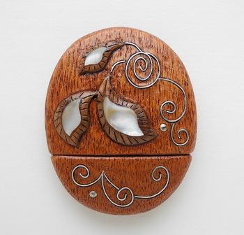 флешка из дерева с инкрустацией - оригинальный подарок